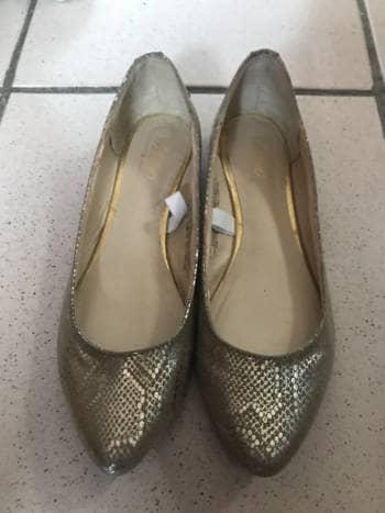 Flats grises con dorado nuevos