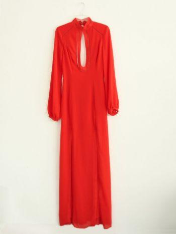 Vestido largo  en color rojo.