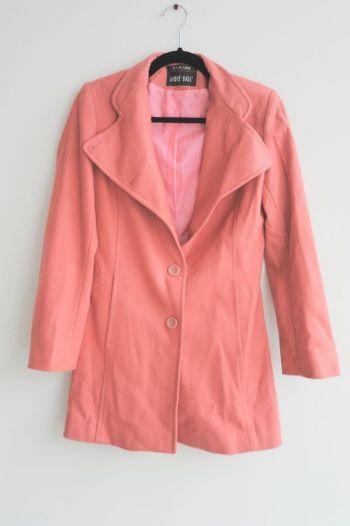 Abrigo largo con botones