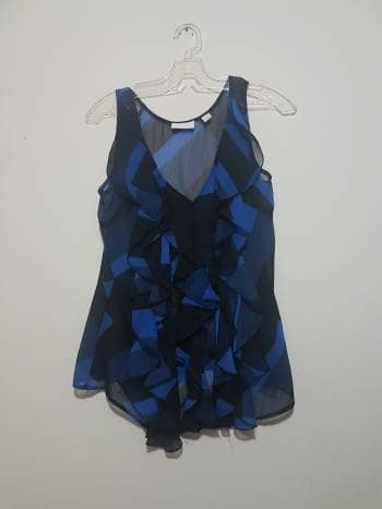 Blusa con olanes azul y negra