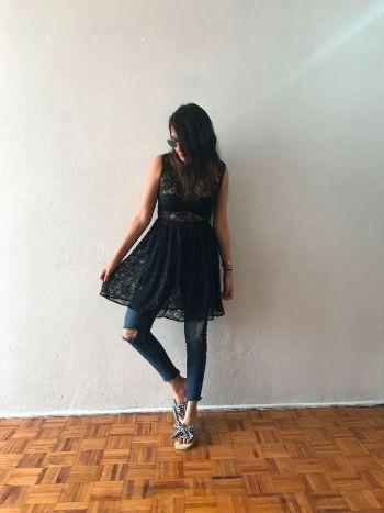 Vestido de encaje corto