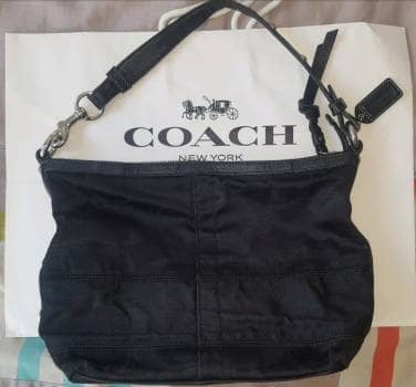 Hermosa Bolsa de Mano Coach