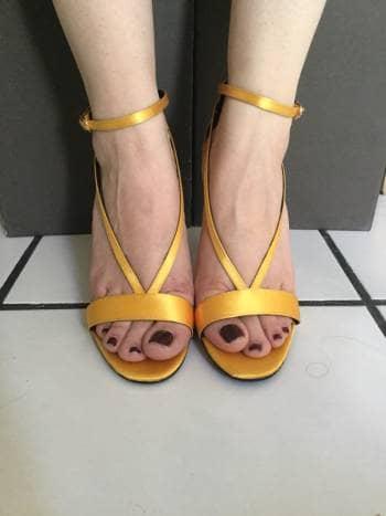 Tacones amarillo satin