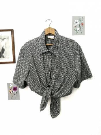 Blusa de botones con estampado de flores