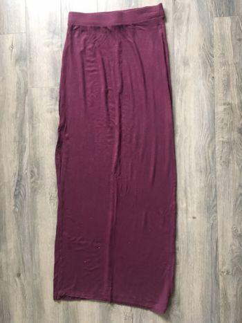 Falda larga guinda