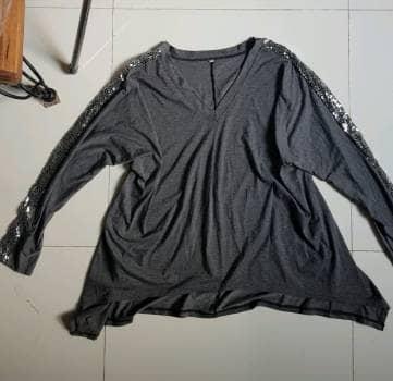 Blusa asimetrica gris 2×1