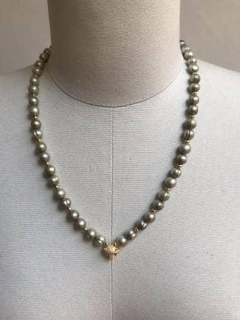 Collar perla de río verde