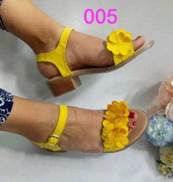 Modelo 005 amarillo