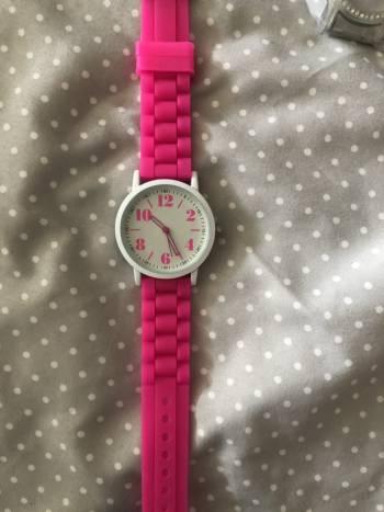 Hermoso reloj rosa