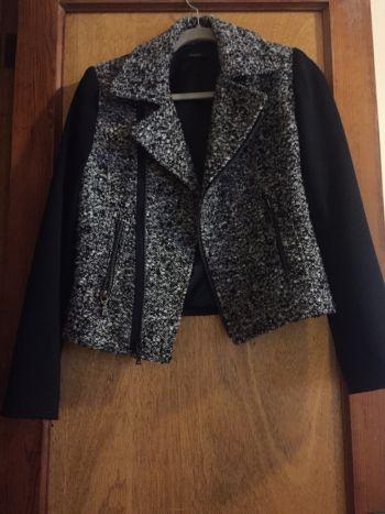 Abrigo en color negro y gris talla M