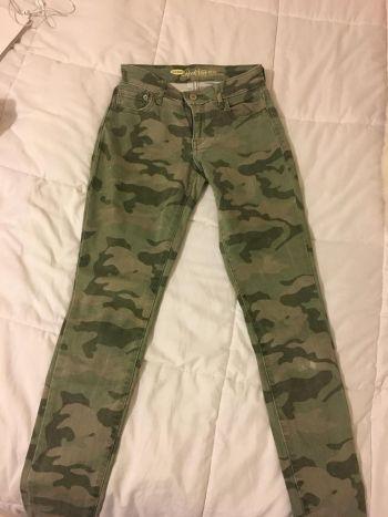 Jeans verdes de camuflaje