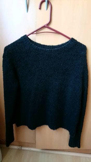 Suéter negro de punto