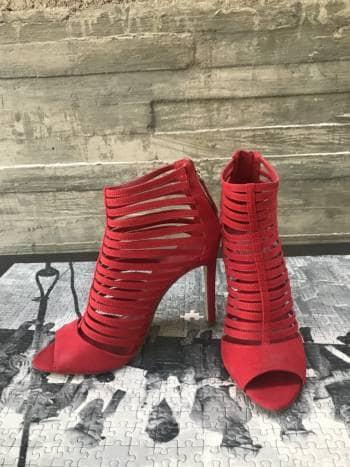 a9f838c1 Zapatos rojos de gamuza ZARA - GoTrendier - 596104