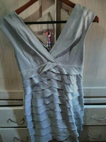 dd9eeaad1 Vestido gris corto para fiesta - GoTrendier - 770954