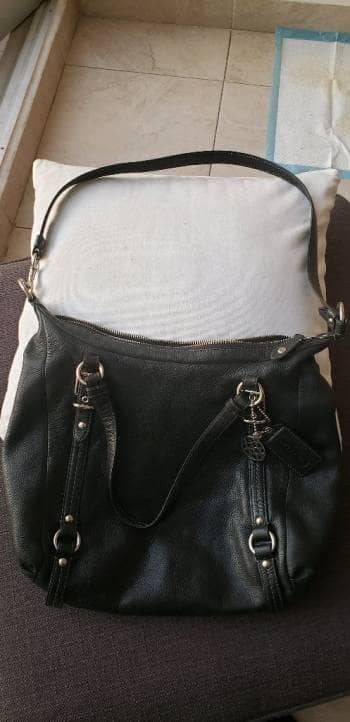 Bolso negro de piel marca Coach