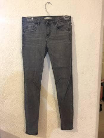 Jeans Zara gris tiro medio