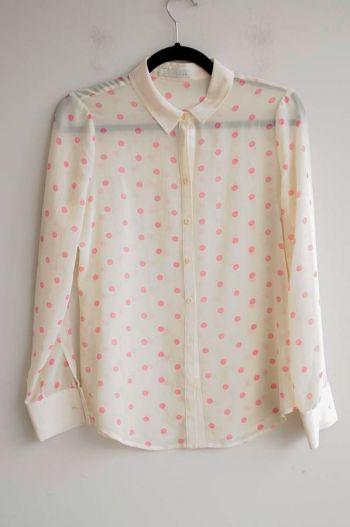 Blusa con puntitos rosas