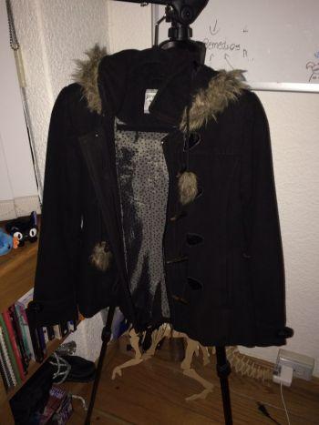 Abrigo con capucha peludita (: