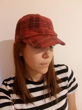 Gorro de moda color rojo