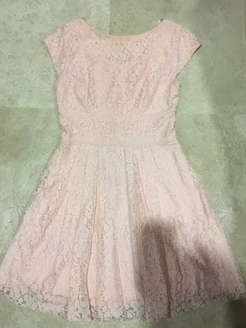 Precioso vestido de encaje forrado