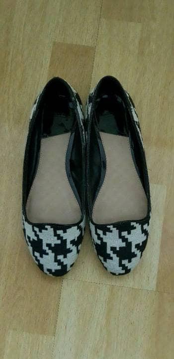 Flats de tela blanco y negro