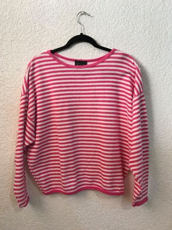 Suéter de rayas rosas