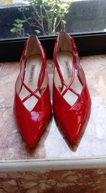 884f5460 Tacón bajo de Zara color rojo. - GoTrendier - 1694327