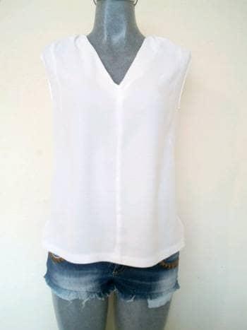 Blusa blanca ligera sin mangas