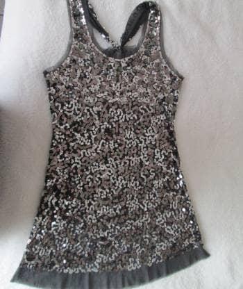 61c67d11af Blusa gris de lentejuelas plateadas talla S - GoTrendier - 1023957