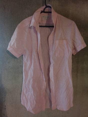 Camisa rosa punteada