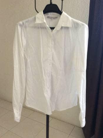 Camisa blanca cuello abotonado