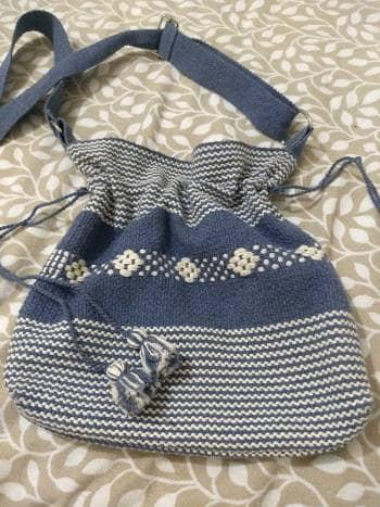 Par de bolsas bordadas