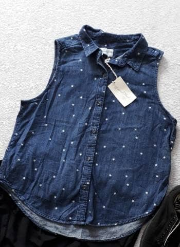 Blusa mezclilla estampado estrellas