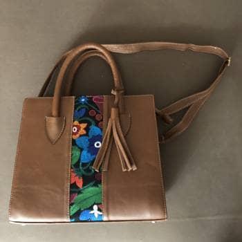 Bolso bordado artesanal