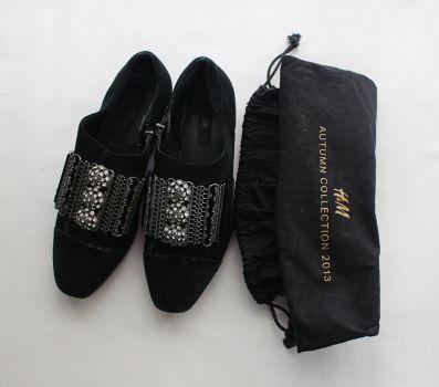 Zapatos negros con pedreria